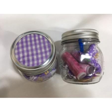 Costurero en bote de cristal, cuadros de vichy violeta