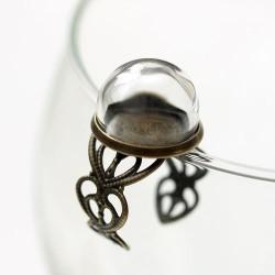 Anillo de bronce con cúpula de cristal